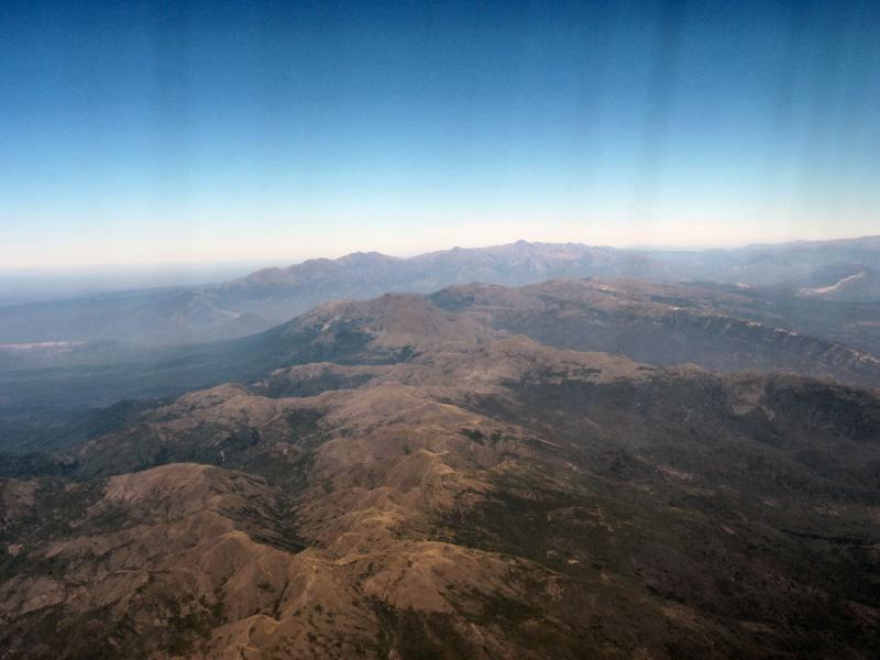Premières visions des Andes vues d'avion