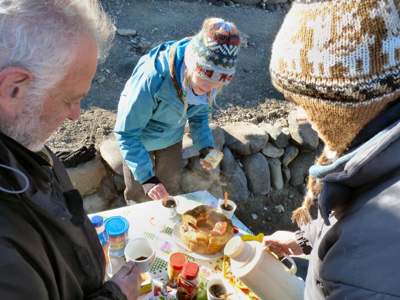 Le desayuno (petit-déjeuner), réconfort après plusieurs heures dans le grand froid à 4000 m d'altitude