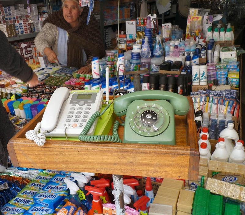 On peut téléphoner partout dans le monde à partir de la rue